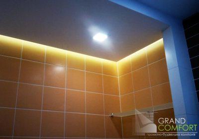 скрытый-свет-в-потолке-над-ванной
